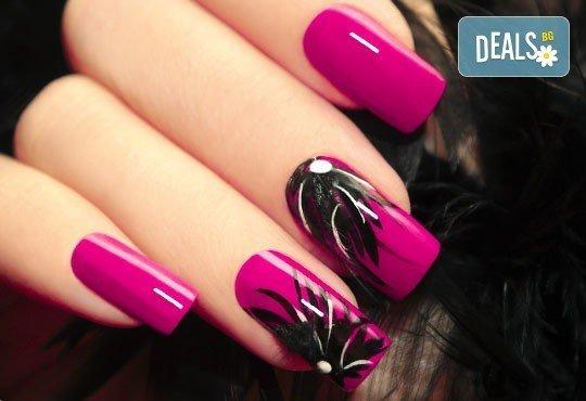 Изящни и красиви ръце! Лакиране в цвят по избор с лакове Cuccio или O.P.I. и две декорации, студио за красота La Coupe - Снимка 2