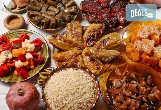 Неподправена домашна атмосфера със 7-степенното меню за Бъдни вечер на ресторант Деличи + безплатна доставка! - Снимка 1