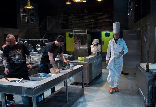 Култов спектакъл на сцената на Младежки театър! Гледайте Кухнята на 09.12 от 19.00ч, Голяма сцена - 1 билет! - Снимка 7