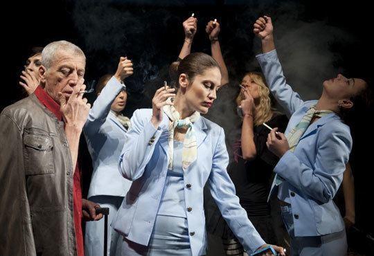 Гледайте звездите на Младежкия театър в Летище, Голяма сцена, на 15.12. от 19ч - билет за един! - Снимка 2