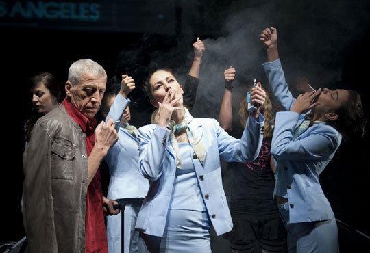 Гледайте звездите на Младежкия театър в Летище, Голяма сцена, на 15.12. от 19ч - билет за един! - Снимка 4