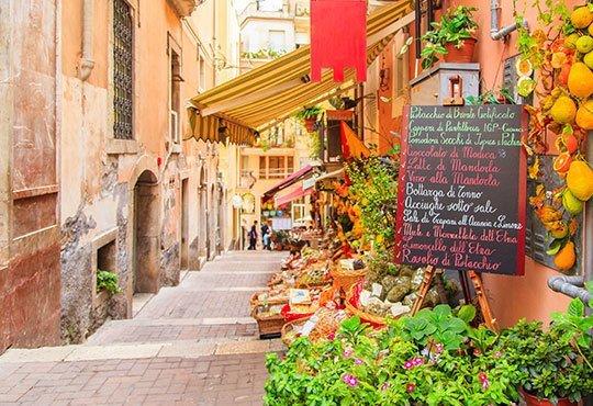 Шопинг в Неапол, Италия през януари! 3 нощувки със закуски, централен хотел 3*, самолетен билет и летищни такси! - Снимка 6