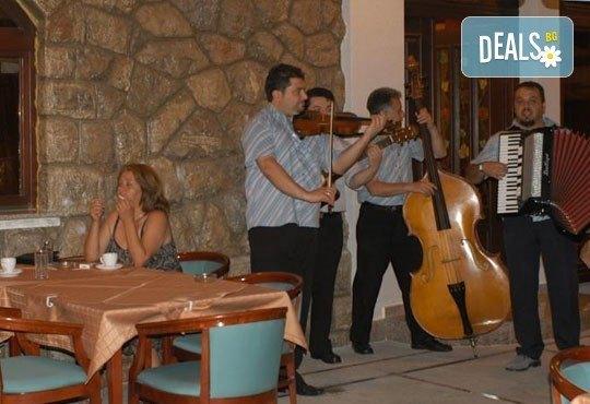 Петзвездна Нова година на брега на Охридското езеро! 2 нощувки със закуски и празнична вечеря в Tino 5* от Ели Рос - Снимка 7
