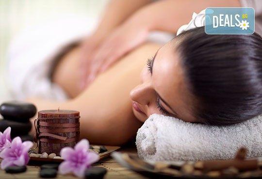 Пакет от 2 болкоуспокояващи или релаксиращи масажа на гръб с био масла в салон за красота Елеганс в Мусагеница! - Снимка 2