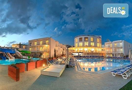 За Майските празници в Bodrum Beach Resort 4*, Бодрум, Турция! 5 нощувки на база All Inclusive, възможност за транспорт! - Снимка 1