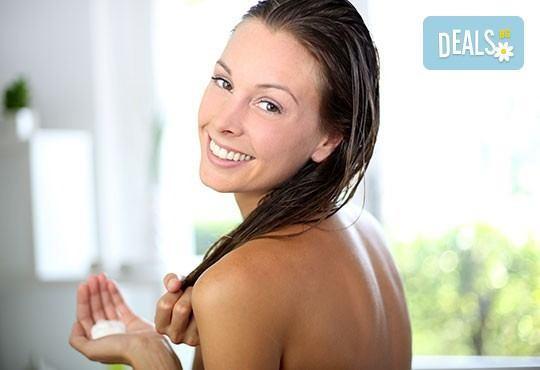 Подстригване, измиване с висок клас продукти, маска според типа коса, стилизиращ продукт и подсушаване в салон Дежа Вю - Снимка 2