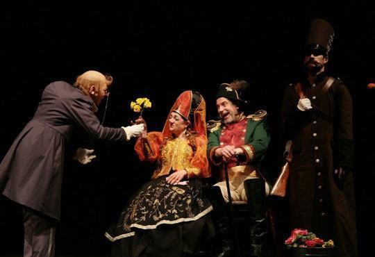 Гледайте Калин Врачански и Мария Сапунджиева в 100-то представление на Ревизор, Театър ''София'', на 09.12. от 19 ч. - Снимка 2