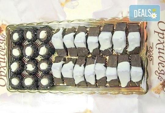 За празниците! 40 бр. пралини от Сладкарница Орхидея! Един килограм шоколадови пралини с бял и кафяв шоколад - Снимка 2