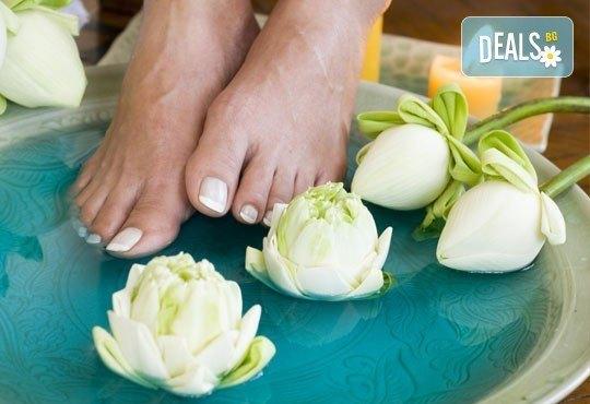 OPI цветове! Арома педикюр и релаксиращ масаж на ходилата ИЛИ педикюр + маникюр с декорации в Салон Пламарски - Снимка 1