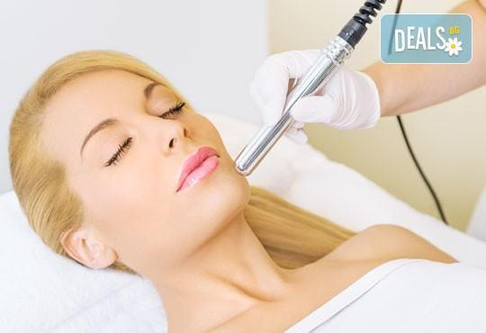 Ултразвуково почистване на лице с френска и израелска козметика + лечебен масаж и медицинска маска в Blush Beauty - Снимка 1