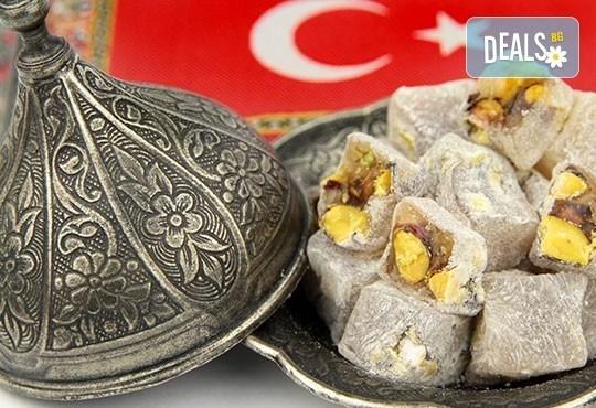 Коледа в Истанбул, Турция! 3 нощувки със закуски и празнична вечеря с програма, транспорт и посещение на МОЛ Форум! - Снимка 3