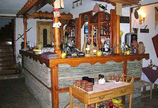 Традиционен Никулден за двама в ресторант Бадемова къща: Пълнен шаран с орехи, ориз, гъби и лук, и 500 мл. наливно вино - Снимка 5