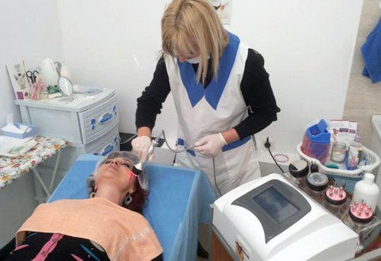 За кожа без несъвършенства! Лечебна терапия против акне с прополис в студио за красота Авангард! - Снимка 4
