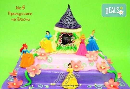 Детска торта с фигурка и пълнеж по избор + кутия, надпис и свещичка от Сладкарница Лагуна!Предплати сега! - Снимка 7