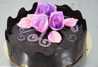 Уникална шоколадова наслада с торта Линд с възможност за доставка от Виенски салон Лагуна! Предплатете сега 1лв! - Снимка