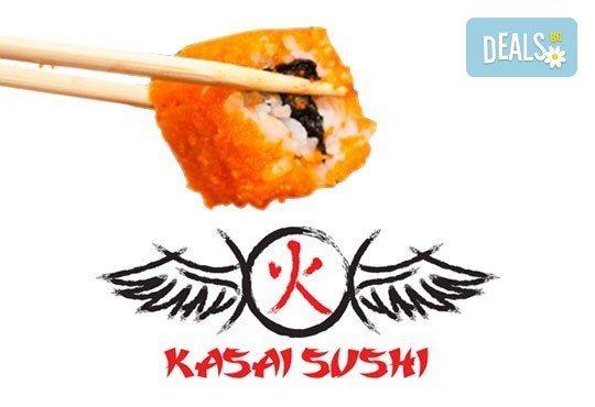 Потопете се в екзотика! Суши сет oт 78 хапки (футомаки, урамаки и хосомаки), клечки и соев сос от Касаи Суши - Снимка 2