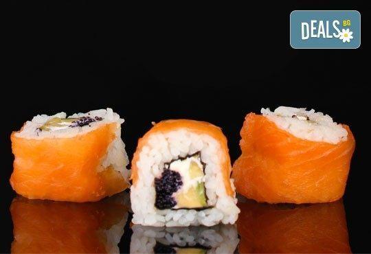 Потопете се в екзотика! Суши сет oт 78 хапки (футомаки, урамаки и хосомаки), клечки и соев сос от Касаи Суши - Снимка 1
