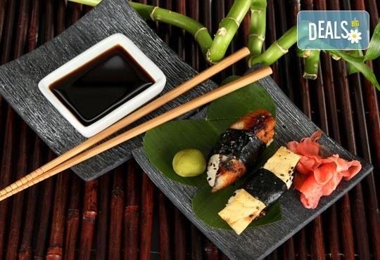 Потопете се в екзотика! Суши сет oт 78 хапки (футомаки, урамаки и хосомаки), клечки и соев сос от Касаи Суши - Снимка 3