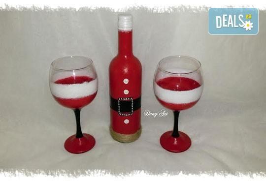 Оригинален подарък за Коледа:ръчно декорирани бутилка вино и 2бр рисувани чаши - в комплект или поотделно от Арт Магазин - Снимка 1