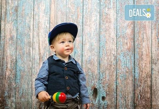 Професионална детска/семейна фотосесия с възможност за Коледна тематика и богат реквизит от Ivan Lambrev Photography - Снимка 2