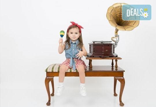 Професионална детска/семейна фотосесия с възможност за Коледна тематика и богат реквизит от Ivan Lambrev Photography - Снимка 8