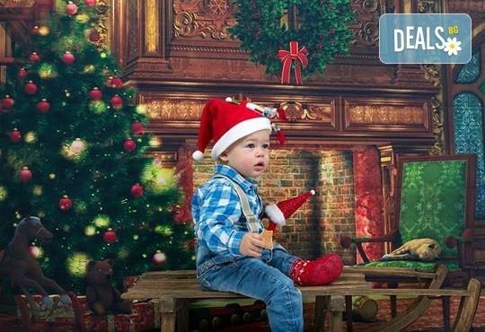 Професионална детска/семейна фотосесия с възможност за Коледна тематика и богат реквизит от Ivan Lambrev Photography - Снимка 3