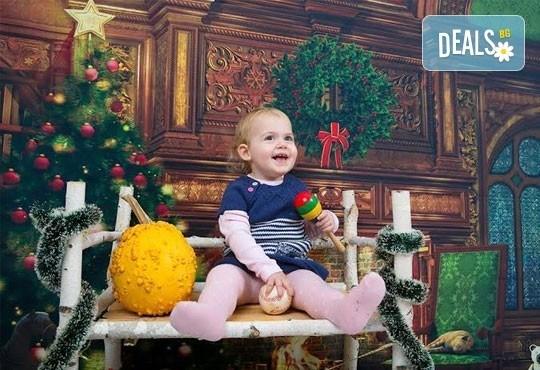 Професионална детска/семейна фотосесия с възможност за Коледна тематика и богат реквизит от Ivan Lambrev Photography - Снимка 7
