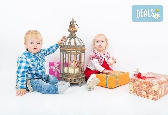 Професионална детска/семейна фотосесия с възможност за Коледна тематика и богат реквизит от Ivan Lambrev Photography - Снимка 13