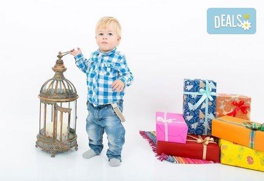 Професионална детска/семейна фотосесия с възможност за Коледна тематика и богат реквизит от Ivan Lambrev Photography - Снимка 11