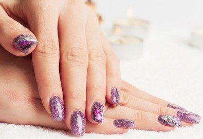 Безупречни нокти всеки ден и за дълго! Маникюр с гел лак Gelish или Elora и декорации по желание в салон Kult Beauty!