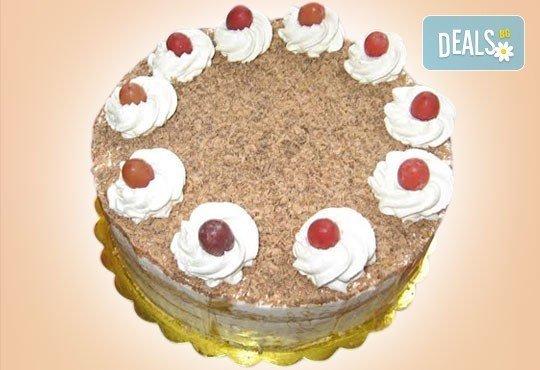 Сладки емоции! Торта Шварцвалд с черешово бренди, сладки череши и белгийски шоколад от Сладкарница Орхидея - Снимка 2