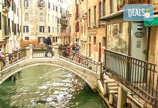 Ранни записвания за февруари! В Италия по време на карнавала във Венеция: 2/3*, 2 нощувки със закуски, транспорт и водач - Снимка 5