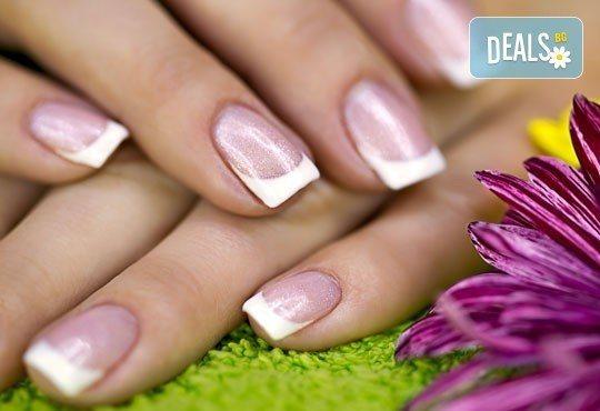 За съвършени нокти! Класически или френски маникюр с до 2 декорации в салон Бели Дунав! - Снимка 1