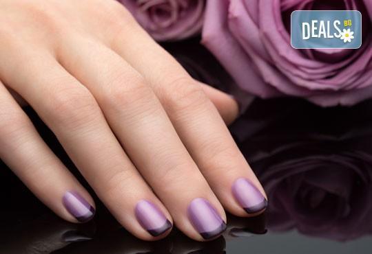 За съвършени нокти! Класически или френски маникюр с до 2 декорации в салон Бели Дунав! - Снимка 2