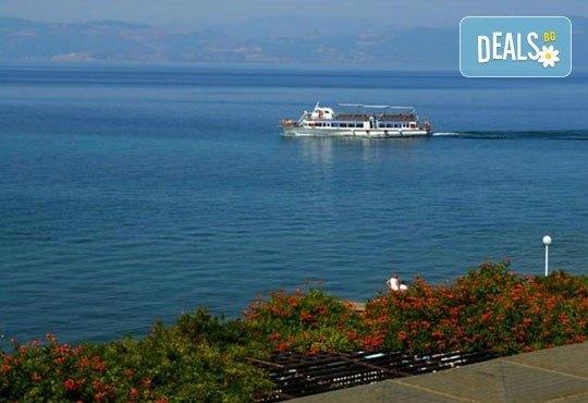 Нова година на брега на Охридското езеро в Македония: 2 нощувки, 2 закуски, 1 вечеря и 1 Новогодишна вечеря в Гранит 4*! - Снимка 6