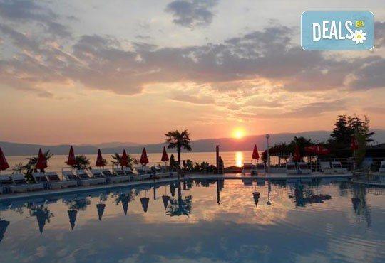 Нова година на брега на Охридското езеро в Македония: 2 нощувки, 2 закуски, 1 вечеря и 1 Новогодишна вечеря в Гранит 4*! - Снимка 5