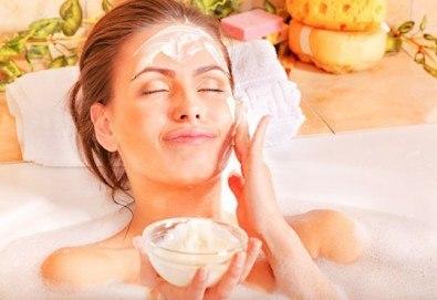 Свежа и сияйна кожа с подхранваща и подмладяваща терапия за лице с кисело мляко и масаж на лице, шия и деколте от салон Sassy - Снимка