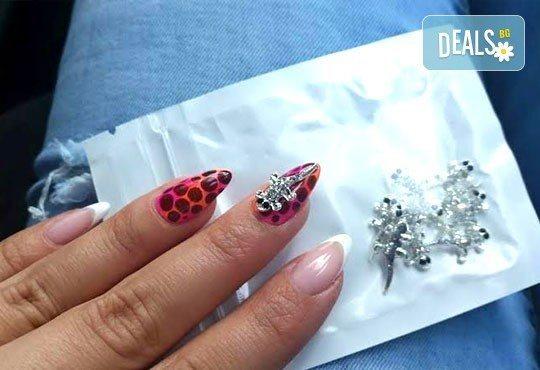 Елегантни и красиви ръце с изящен дълготраен маникюр! Гел лак с подарък арт декорации и бижу за нокти от салон Емоция - Снимка 4
