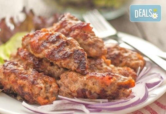 Сръбска скара на дървени въглища 1.500 кг. + гарнитура картофки 0.400 кг. и безплатна доставка от Кулинарна къща НИКИ - Снимка 1
