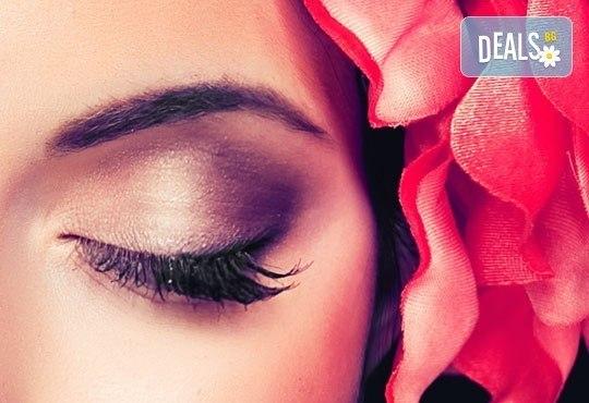 За изящни очи с пленителен поглед! Поставяне на мигли от по метода косъм по косъм в Салон Кахира, Варна - Снимка 1