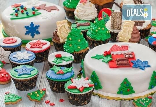 Голяма оферта за Нова година! Празнична торта, декорирани мъфини, коледни бисквити над 4 кг. лакомства от Muffin House - Снимка 1
