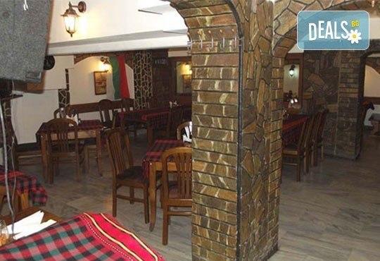 За двама! Сач от агнешко месо и печурки или традиционен сач с пилешко + салата по избор в Ресторант - механа Мамбо - Снимка 6