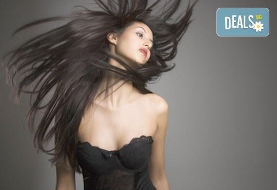 Подстригване, масажно измиване и оформяне на прическа със сешоар: прав, начупен или букли в Gold Studio в Центъра! - Снимка 4