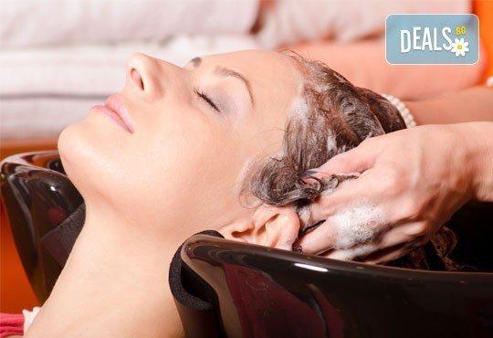 Подстригване, масажно измиване и оформяне на прическа със сешоар: прав, начупен или букли в Gold Studio в Центъра! - Снимка 2