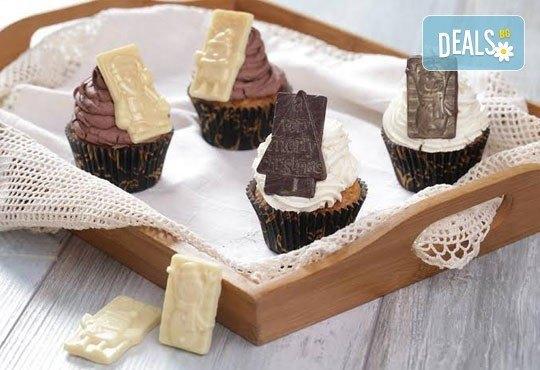 Бутикови мъфини за Коледа! Изберете модел 3D мъфини с апликация, крем елха или с коледна плочка от Muffin House - Снимка 3