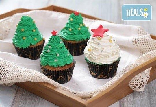 Бутикови мъфини за Коледа! Изберете модел 3D мъфини с апликация, крем елха или с коледна плочка от Muffin House - Снимка 1