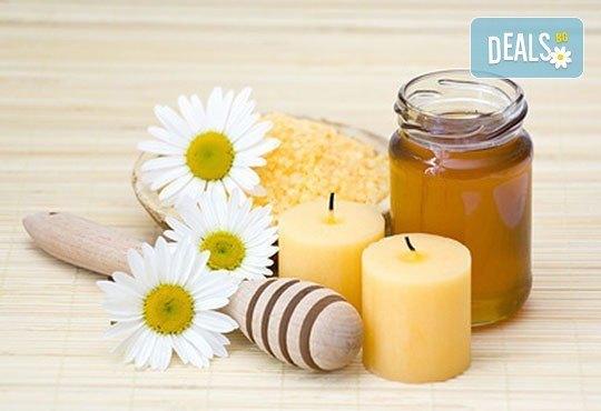 Кажете Довиждане! на болките в гърба! 60-минутен масаж с първокласен пчелен мед от козметичен салон ''Ауриел'' - Снимка 3