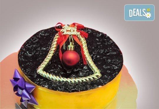 Коледна еклерова торта по избор: с малини, смокини, ягоди или къпини от Виенски салон Лагуна! Предплатете сега 1 лв. - Снимка 4