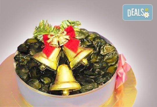 Коледна еклерова торта по избор: с малини, смокини, ягоди или къпини от Виенски салон Лагуна! Предплатете сега 1 лв. - Снимка 2