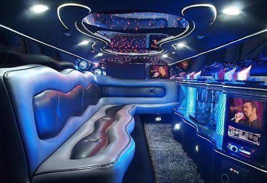 Разходка с последния модел шейна на Дядо Коледа - луксозна лимузина от Vivaldi Limousines и San Diego Limousines - Снимка 8
